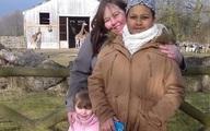 """Xem lại bức ảnh chụp con gái 10 năm về trước, mẹ """"sốc tận óc"""" khi nhận ra chi tiết kỳ dị, thở phào nhẹ nhõm vì đã chuyển nhà đi"""