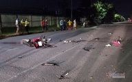 Xe máy đâm nhau nát bươm trên phố Sài Gòn, 2 người tử vong