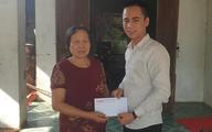 Báo Gia đình và Xã hội trao tiền bạn đọc ủng hộ đến hoàn cảnh khó khăn ở Hà Tĩnh