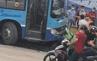 Hà Nội: Xe buýt lao lên vỉa hè, tông chết người đi bộ