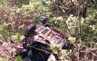 Xe taxi lao xuống vực sâu hơn 100 m, 4 người thương vong