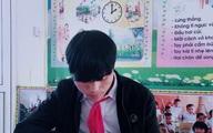 Chàng trai 21 tuổi đến trường bằng đôi tay