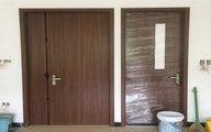 Khi hoàn thiện nhà bạn nên lắp cửa trước hay lát nền trước?
