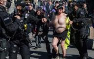 Hầu tòa vì để ngực trần chạy qua nơi tổ chức lễ tang Hoàng thân