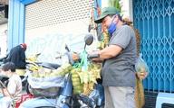 Người đàn ông hàng ngày đi từ Bến Tre lên Sài Gòn bán bánh suốt 30 năm, vượt qua căn bệnh hiểm nghèo nuôi con ăn học