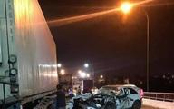 Mercedes GLC bẹp dúm sau khi tông xe tải, tài xế tử vong trên ghế lái