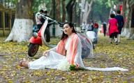 Hà Nội: Người dân đổ đến đường Phan Đình Phùng thả dáng với mùa sấu rụng lá