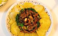 Thịt ba chỉ mà kết hợp với khoai tây theo cách này thì đưa cơm vô cùng!