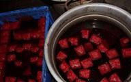 Kinh hoàng cảnh sản xuất tiết vịt bẩn cho nhà hàng