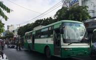 TP.HCM: Nữ sinh lớp 12 bị xe buýt cán tử vong, cha ôm thi thể con ngồi khóc khiến ai cũng xót xa
