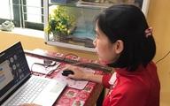 Hà Nội: Học sinh lớp 12 làm bài khảo sát bằng hình thức trực tuyến