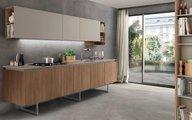 Tủ bếp thoáng chân đang trend nhưng có nên dùng cho nội thất nhà Việt, đặc biệt với tầng 1 nhà phố hay nồm ẩm