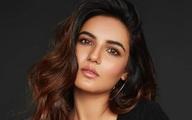 Nữ diễn viên nổi tiếng của Ấn Độ đau đớn vì không tìm được giường bệnh cho mẹ