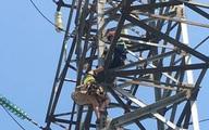 Công an TP Thủ Đức giải cứu người phụ nữ lơ lửng trên trụ điện cao thế