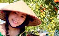 Đội nón lá ra vườn thu hoạch cà chua mà con gái Lọ Lem của Quyền Linh vẫn gây xao xuyến