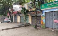 Khung cảnh vắng lặng, hàng quán cửa đóng then cài do ảnh hưởng COVID-19 tại Thường Tín, Hà Nội