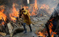 Địa ngục trần gian ở Ấn Độ: 21 người chết oan sau khi đi dự đám tang một bệnh nhân COVID-19