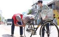 """Người dân Sài Gòn tấp nập """"giải cứu"""" khoai lang tím cho bà con miền Tây"""