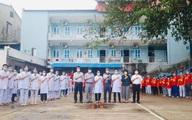 VIDEO: Thứ trưởng Bộ Y tế Nguyễn Trường Sơn thăm và tặng quà một số trường y, dược đang hỗ trợ tại Bắc Giang