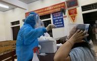 Nhân viên y tế trắng đêm lấy mẫu xét nghiệm cho người dân TP.Hà Tĩnh
