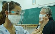 TP.HCM: Người trên 65 tuổi, người có bệnh nền, béo phì được tiêm ở bệnh viện