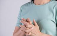 Bẻ khớp khi mệt mỏi nghe tiếng rắc rắc vui tai nhưng chuyên gia cảnh báo điều bạn không ngờ tới