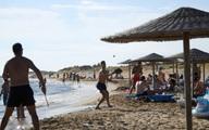 Quốc gia phụ thuộc vào du lịch gặp khó vì làn sóng Covid-19 mới
