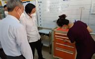 Tổ công tác Bộ Y tế tư vấn chăm sóc người nhiễm COVID-19 ở khu cách ly của Tân Phú