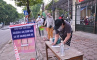Các chợ Hà Nội đồng loạt nâng cao mức kiểm soát người ra vào