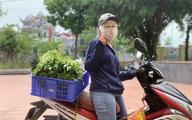 Cận cảnh việc mua bán hàng hóa ở vùng dịch COVID-19 Thanh Trì, Hà Nội