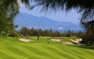 Chơi golf trong... đại dịch: Vô cảm, vô cương!