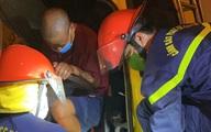 Cảnh sát phá cabin giải cứu 2 người mắc kẹt sau vụ tai nạn