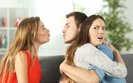 Đau lòng khi chồng ở bên vợ nhưng thích ngắm nhìn phụ nữ khác