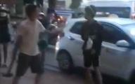 Nhóm thanh thiếu niên dùng búa tạ giải quyết mâu thuẫn giữa phố