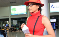 Trương Thị May đỏ rực ở sân bay Tân Sơn Nhất