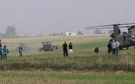 Cả làng hoảng sợ, bao vây 6 trực thăng từ trên trời rơi xuống