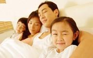 Con ngủ cùng bố mẹ: vừa lợi, vừa hại