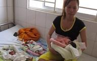 Xót xa cảnh mẹ tuổi teen sinh ba
