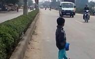 """Cháu bé 4 tuổi bị """"mẹ"""" bắt lao ra giữa đường ăn xin"""