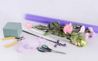 Cách cắm hoa hồng thành giỏ hoa xinh xắn