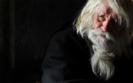 Lão ăn xin 100 tuổi được tôn làm Thánh sống