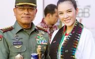 Lý Nhã Kỳ bắt tay thân thiết với Tổng thống Indonesia