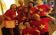 Thí sinh Hoa hậu hoàn vũ diện áo cờ đỏ sao vàng