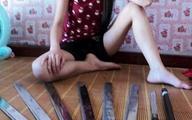 Lạnh gáy bức ảnh cô gái sở hữu kho dao kiếm