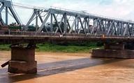 Chở vợ lên cầu rồi ném xuống sông Đuống