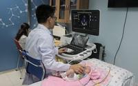 Bác sĩ 9 chuyên khoa phối hợp cứu bé sơ sinh
