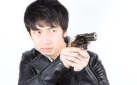 Bị gã đàn ông khống chế bằng súng để cướp của, cô gái chỉ hỏi đúng 2 câu đã khiến đối phương từ bỏ ý định và bỏ chạy