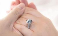 """Phan Thành công khai chiếc nhẫn kim cương """"siêu to"""" dành tặng Primmy Trương trong lễ ăn hỏi sáng nay"""