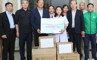 Báo Gia đình và Xã hội cùng các nhà tài trợ chia sẻ khó khăn với người dân vùng lũ Quảng Trị