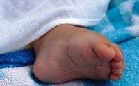 Bé gái 6 tháng tuổi tử vong thương tâm do kẹt khe giường